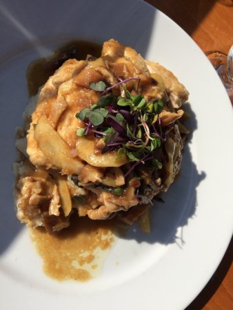 Warren, Ρόουντ Άιλαντ: Chicken Marsala with apples and shiitake mushrooms