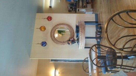 Tides Restaurant: Inside decor
