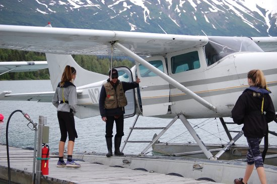 Moose Pass, AK: Loading up in the float plane