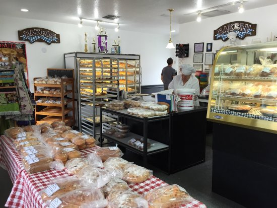 La Center, واشنطن: Photo of the many treats in the bakery