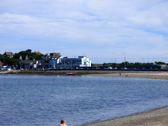 Skerries, Irlanda: View from North beach towards sailing club and surrounds