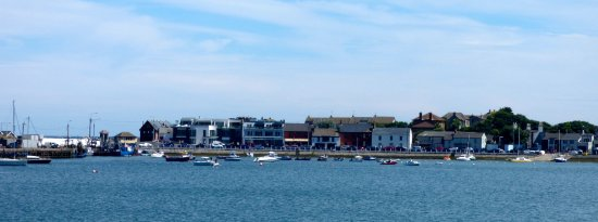 Skerries, Irlanda: View of Harbour Rd from across the bay