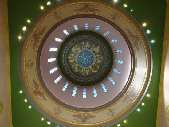 Salem, OR: looking up the rotunda