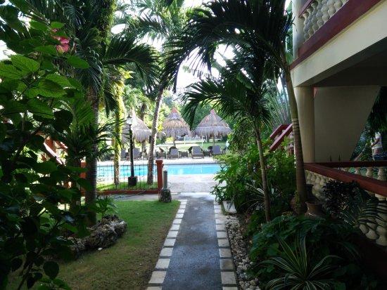 Tonglen Beach Resort: The swimming pool