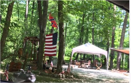 ‪‪Columbia‬, نيو جيرسي: One of two seasonal campsites displaying confederate flag. Sanctioned by owners.‬