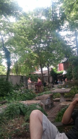 Shepherdstown, Virgínia Ocidental: Don't miss out on the outdoor seating!