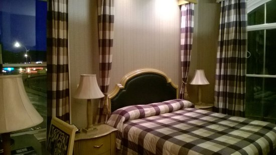 Celebrity Hotel: 2nd floor room (edge room, no balcony)