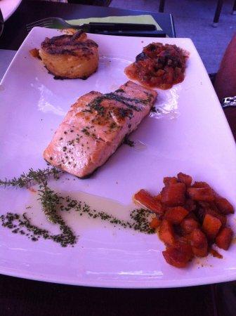 Revel, Fransa: saumon à la plancha au pesto
