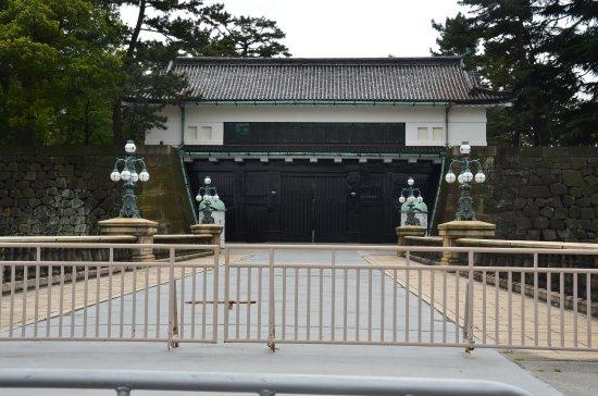 Stone Bridge in the Front - 니쥬바시, 치요다 사진 - 트립어드바이저