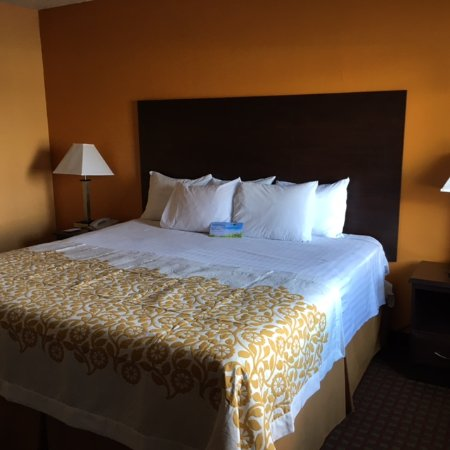 Days Inn Queensbury/Lake George: King Size Bed Room