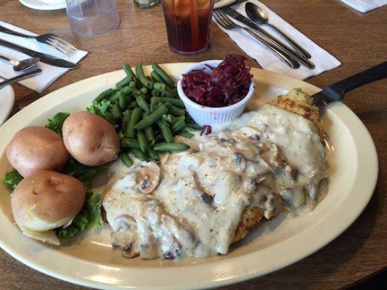 Lynden, WA: Schnitzel with mushroom and onion gravy
