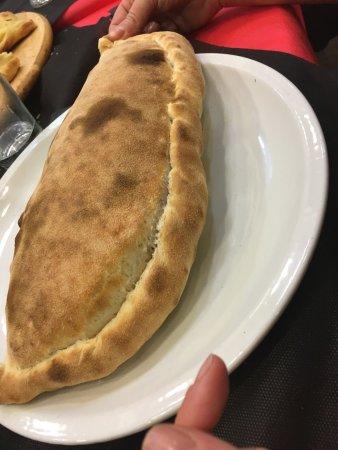 Vignanello, Italy: Pizza vegetariano con bufala,calzone ripieno di crudo pomodoro bufala e basilico,tortino di cioc