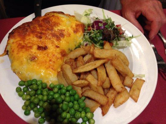 Kirkbymoorside, UK: Parmesan chicken Huge portion but not very tasty