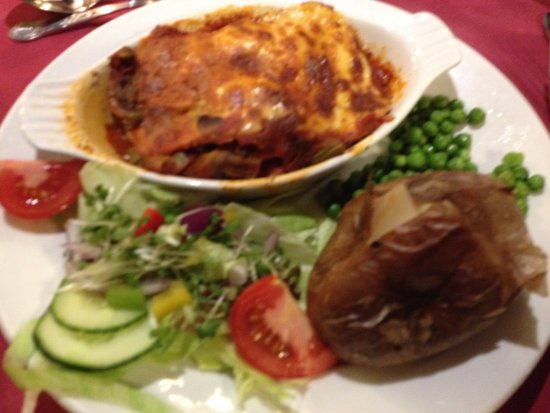 Kirkbymoorside, UK: Vegetarian lasagne. Large portion but not very nice