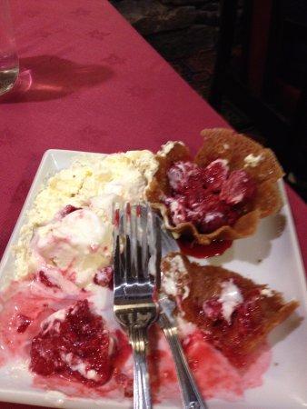 Kirkbymoorside, UK: Inedible dessert. I was expecting fresh raspberries and cream