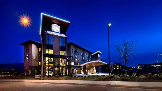 BEST WESTERN PLUS Wine Country Hotel & Suites: Night view