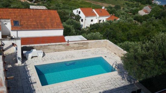 Villa Castello: Einer der beiden Pools neben dem Restaurant des Hotels