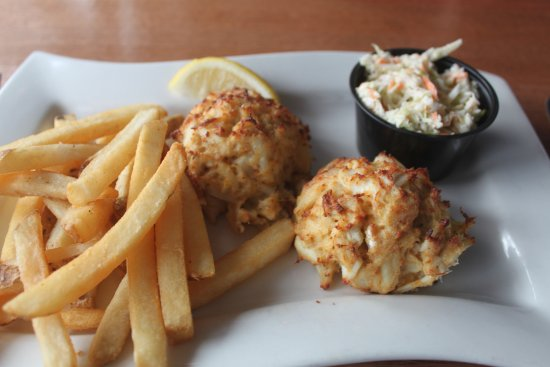 The Ruddy Duck Seafood & Alehouse: Wonderful lump crab cake platter
