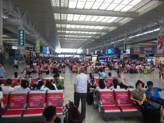 Shanghai Hongqiao Railway Station: Waiting room