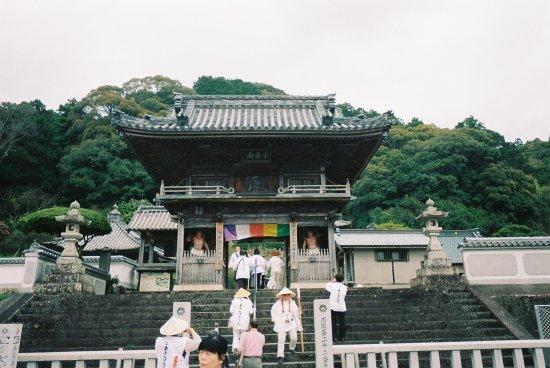 Anan, Japan: 山門の様子