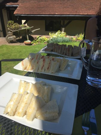 Dodington, UK: An absolutely lovely afternoon spent here having afternoon tea in the beautiful garden. Highly r