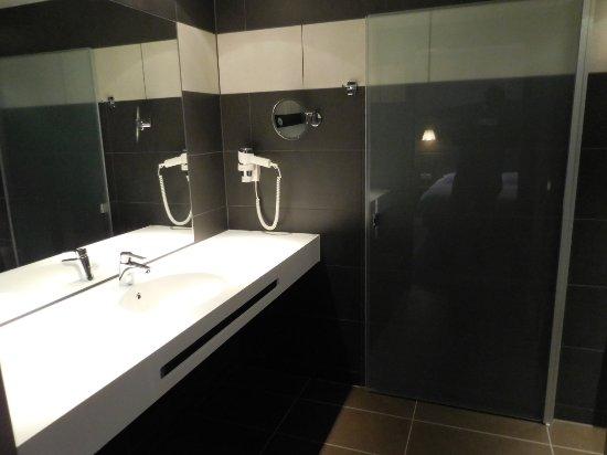Fasthotel montmarault bewertungen fotos preisvergleich for Salle de bain fust