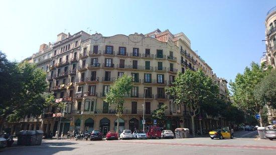 BarcelonaBB: Building from outside