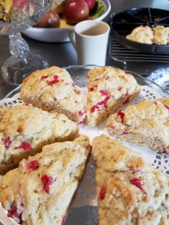 The Centennial House Bed and Breakfast: Currants Become Currant Scones by 8 a.m.
