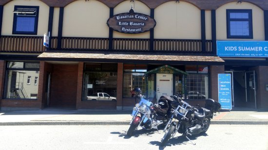 Little Bavaria Restaurant: Front of Gasthaus (and our motorcycles)