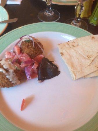 Ile-de-France, França: Half a starter and main course. Nice libanese food and service. Non alcoholic restaurant, but yo