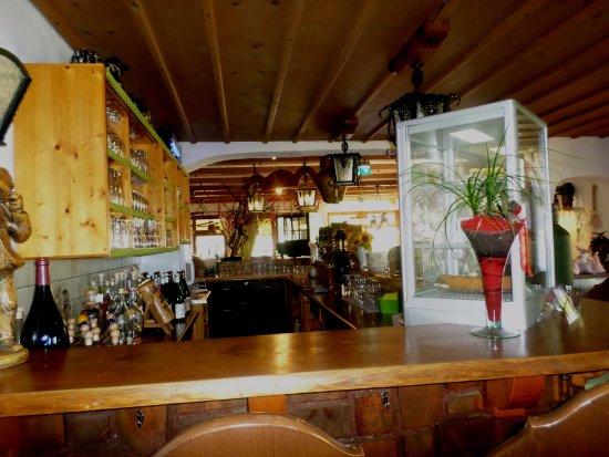 bar intérieur - Bild von Straussenwirtschaft Probst, Staufen ...
