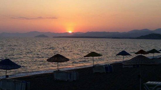 Tugay Hotel: Sunset on Calis beach