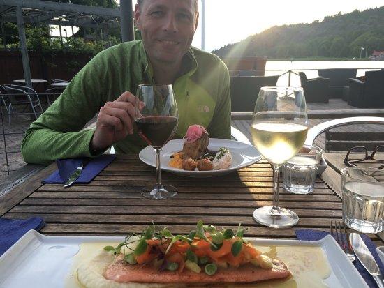 Söderköping, Suecia: God mat och trevlig atmosfär. Fisk och kött på menyn och skapliga priser.