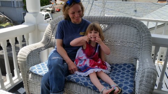 Hotel Catalina: Relaxing on the veranda