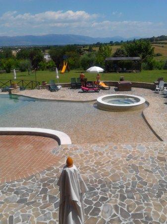 Bettona, Itália: Piscina con idromassaggio