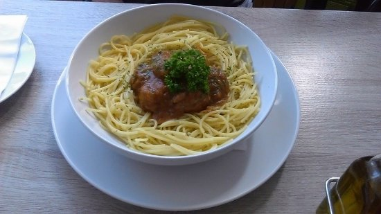 Leigh, UK: Spaghetti and meatballs - simple and delicious!