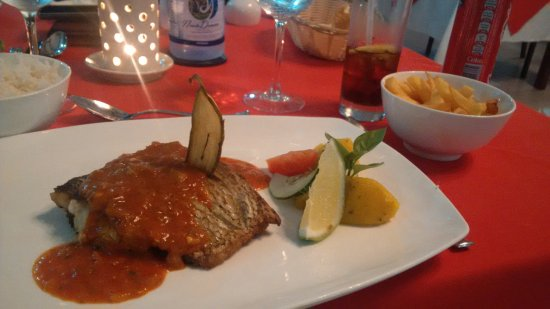 Pirogue Restaurant & Bar: Catch of the day with tomato sauce and chips...all the main courses were served with rice or chi
