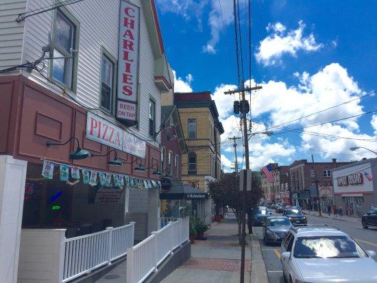 Liberty, NY: Charlie's Restaurant