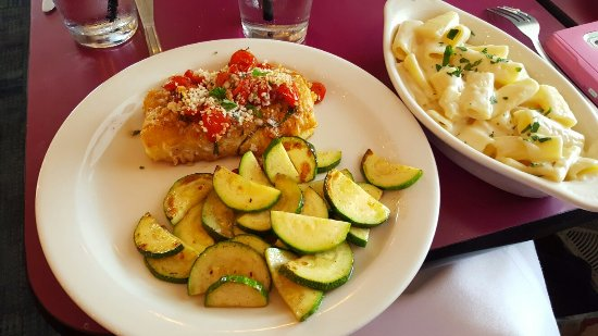 Leola, Pensilvanya: Italian Breaded Cod with Bruschetta, Smoked Crab Cake Grilled Cheese with Provolone and Pepper J