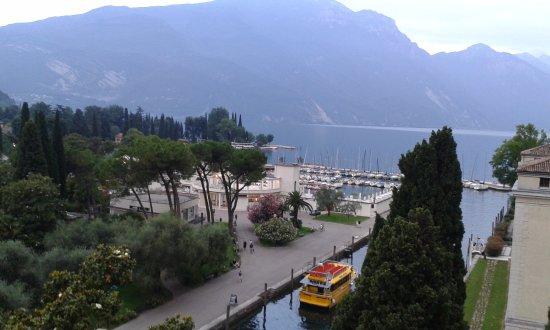 Grand Hotel Riva: Veduta dalla terrazza per la colazione