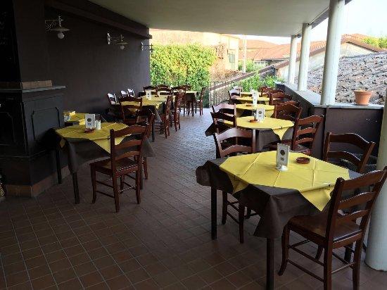 Pedara, Ιταλία: Dal primo Luglio abbiamo aperto il giardino.