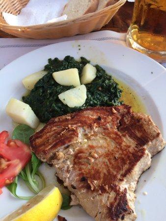 Njivice, Croacia: riesen Thunfischsteak