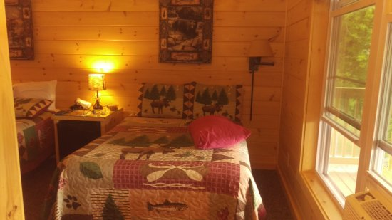 Dover Foxcroft, ME: Double Bed in Bunk House