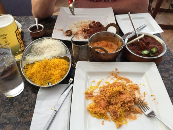 Maharajah Indian Restaurant : lamd tindaloo and chicken pasanda washed down with the famous rattler