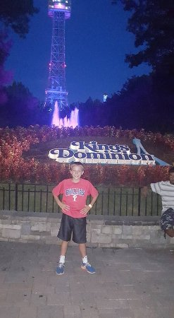 Doswell, VA: another great photo op by the kings dominion signage, water fountains, and replica eiffel tower