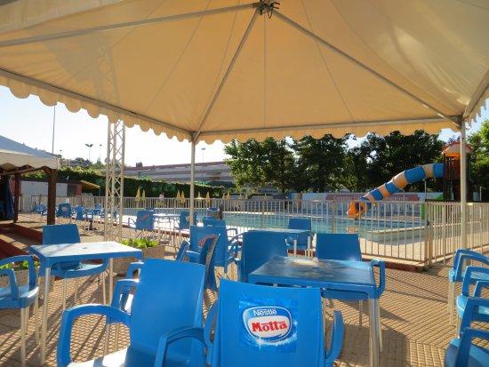 Dormelletto, Italy: piscina