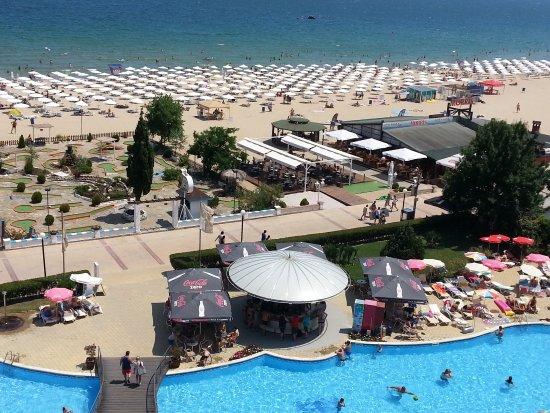 LTI Neptun Beach Hotel: Blick vom Balkon auf Pool, Bar und Strand