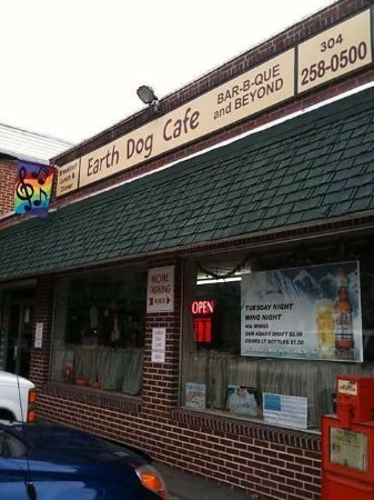 Berkeley Springs, WV: Welcome to Earth Dog!