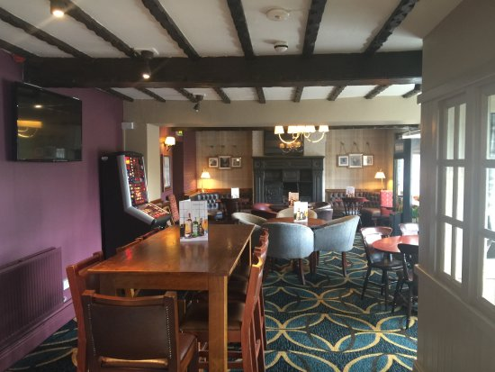 The Pretty Pigs Stonehouse Pizza & Carvery: Bar area