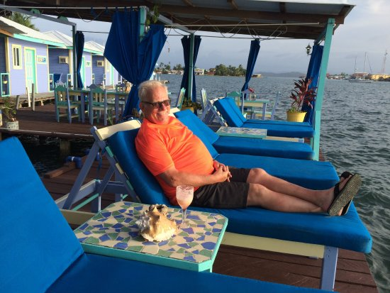 Carenero Island, Panama: Watching the sunset after dinner